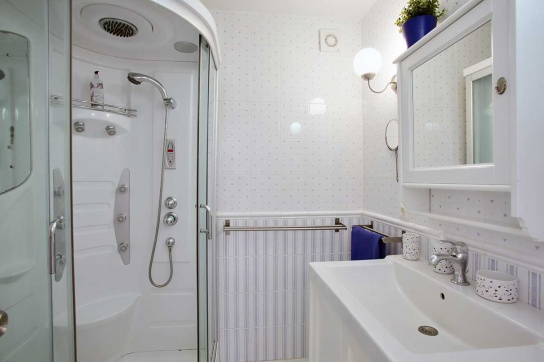 31-Ensuite-bathroom